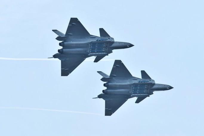 Mỹ phát triển tên lửa mới để săn máy bay Nga, Trung Quốc - Ảnh 2.