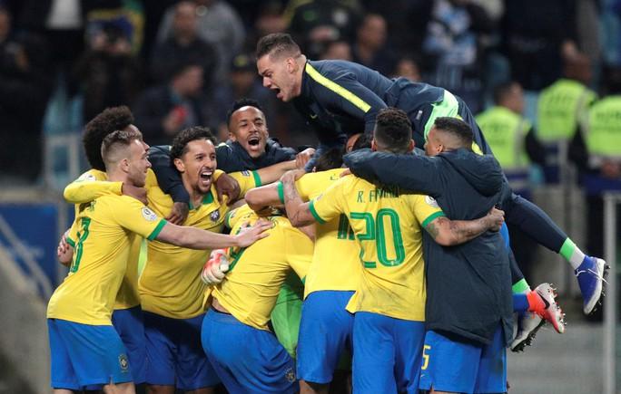Hơn người nhưng Brazil phải nhờ loạt 11 m mới vượt qua Paraguay - Ảnh 4.