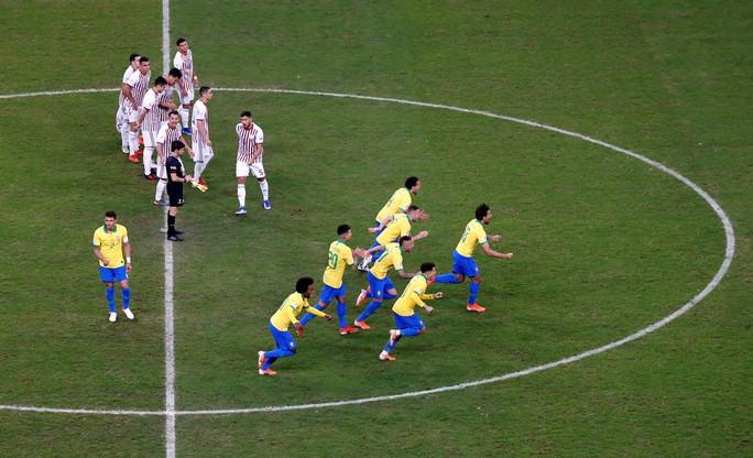 Hơn người nhưng Brazil phải nhờ loạt 11 m mới vượt qua Paraguay - Ảnh 7.
