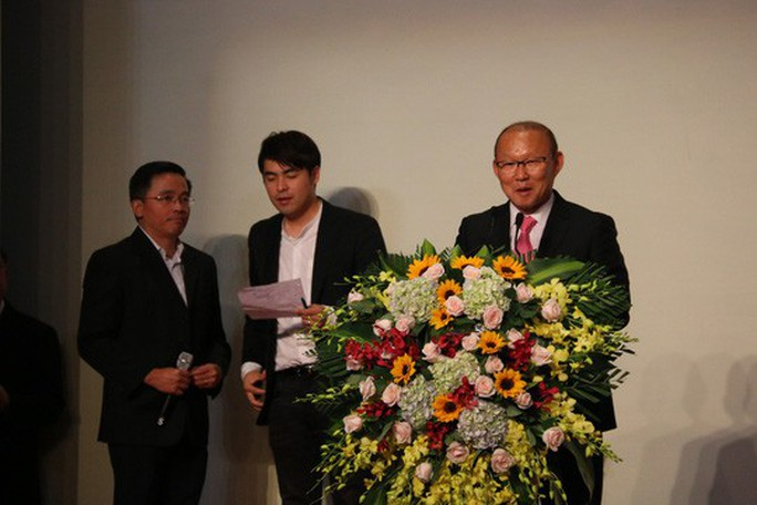 VFF bắt đầu đàm phán, đề xuất ký hợp đồng 3 năm với HLV Park Hang-seo - Ảnh 1.