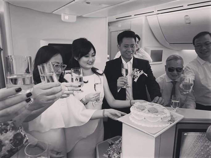 Tiệc mừng đám cưới trên độ cao hơn 10.000 m từ Hà Nội vào TP HCM - Ảnh 5.