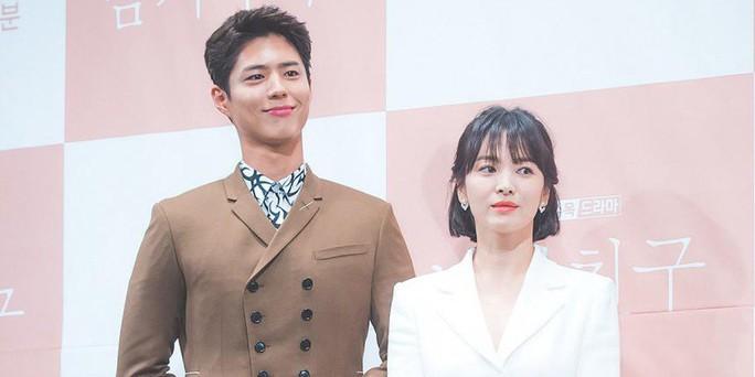 Cặp đôi Hậu duệ mặt trời chia tay: Park Bo Gum cảnh báo pháp lý - Ảnh 1.