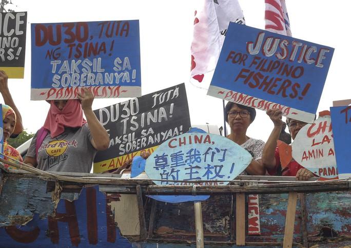 Ông Duterte dọa bỏ tù người nào dám luận tội mình - Ảnh 2.