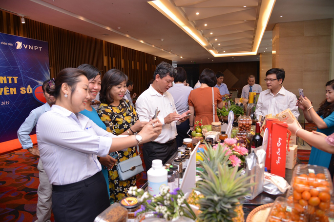 VNPT giới thiệu giải pháp công nghệ thông tin trong kỷ nguyên số cho khách hàng miền Trung - Ảnh 2.