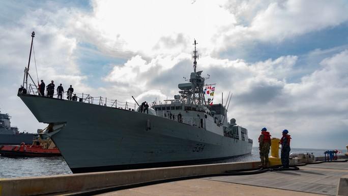 Chiến đấu cơ Trung Quốc áp sát tàu chiến Canada trên biển Hoa Đông - Ảnh 1.