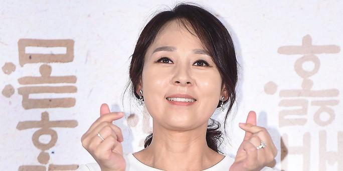 Nữ diễn viên gạo cội Hàn Quốc treo cổ tự tử trong khách sạn - Ảnh 1.