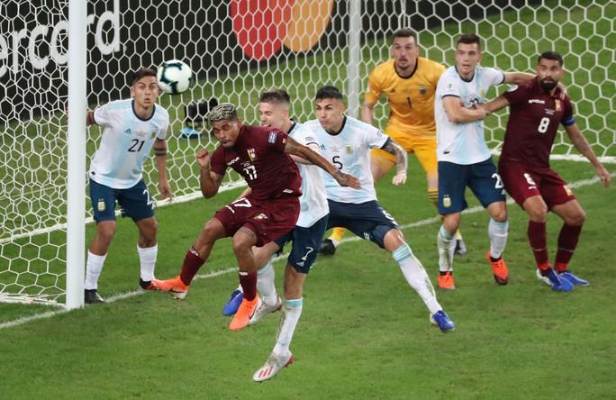 Đánh bại Venezuela, Argentina chờ siêu kinh điển Nam Mỹ ở bán kết - Ảnh 3.