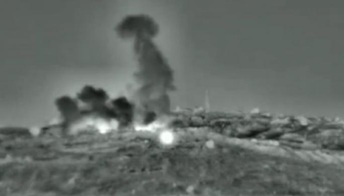 Israel nã tên lửa vào căn cứ không quân Syria - Ảnh 1.