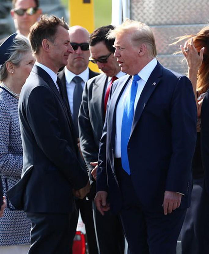 Tổng thống Trump đem tranh cãi đến Anh - Ảnh 1.