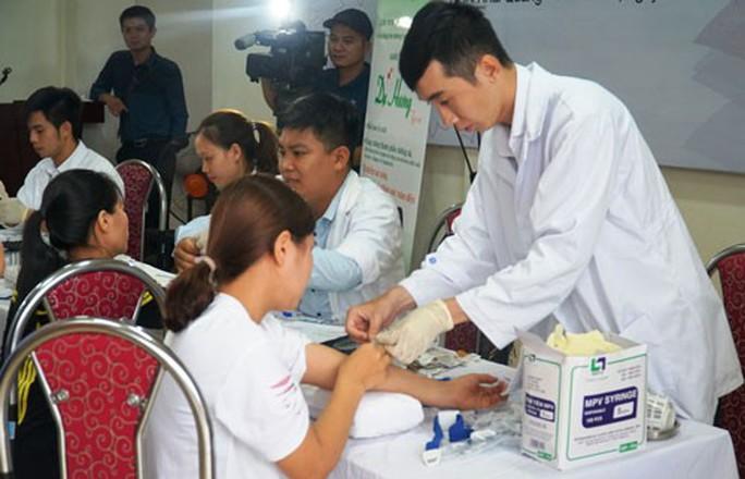 VĨNH PHÚC: Khám và tư vấn sức khỏe miễn phí cho công nhân - Ảnh 1.