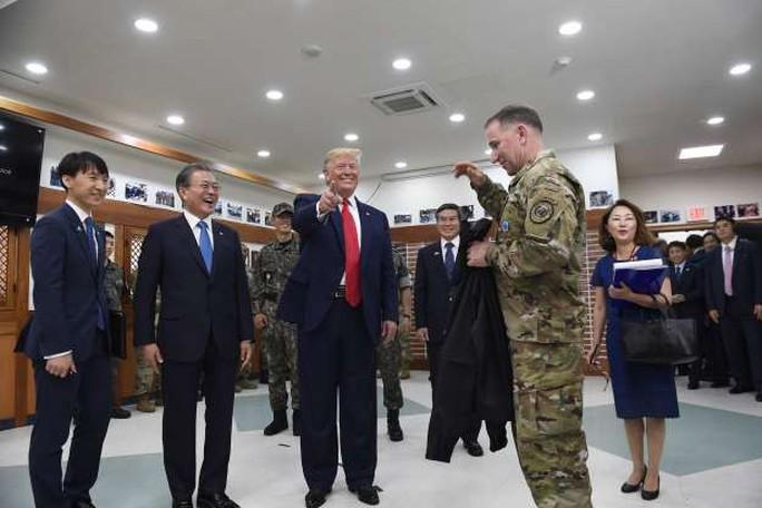 Toàn cảnh chuyến thăm của ông Trump tới DMZ - Ảnh 10.