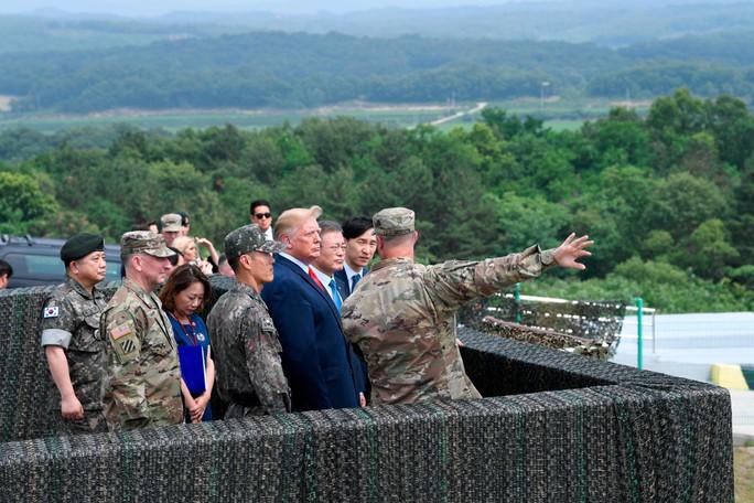 Toàn cảnh chuyến thăm của ông Trump tới DMZ - Ảnh 9.