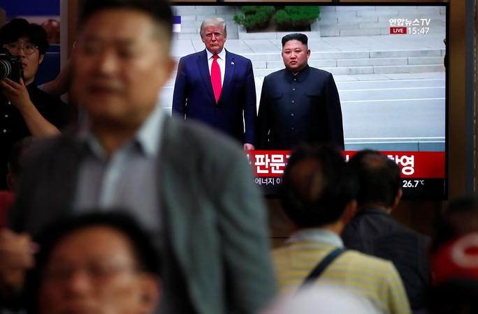 Hình ảnh lịch sử khi Tổng thống Trump gặp ông Kim Jong-un tại Bàn Môn Điếm - Ảnh 10.