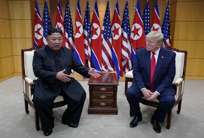 Hình ảnh lịch sử khi Tổng thống Trump gặp ông Kim Jong-un tại Bàn Môn Điếm - Ảnh 7.