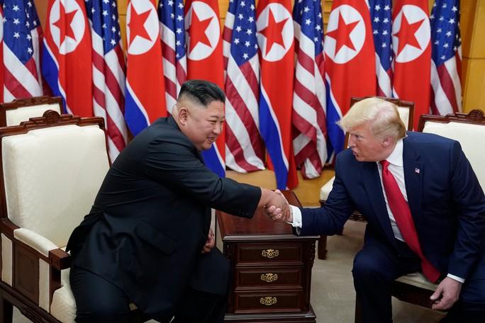 Hình ảnh lịch sử khi Tổng thống Trump gặp ông Kim Jong-un tại Bàn Môn Điếm - Ảnh 8.