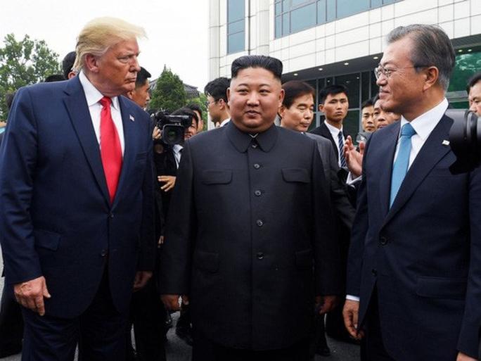 Ông Trump xin phép đặt chân lên lãnh thổ Triều Tiên - Ảnh 1.