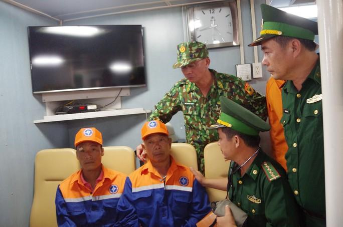 Vụ chìm tàu ở biển Bạch Long Vĩ: Đưa thi thể thuyền viên gặp nạn về quê mai táng - Ảnh 2.