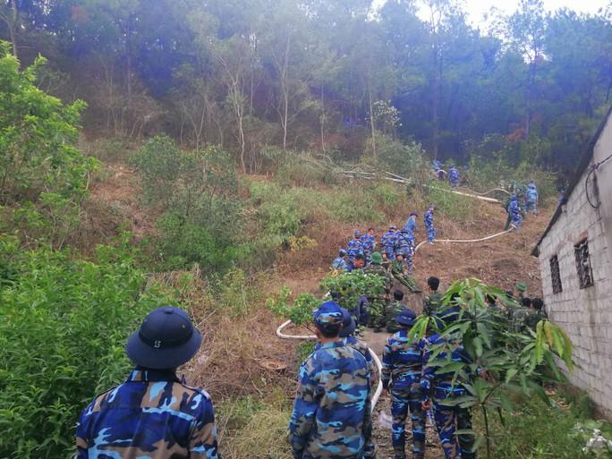 Cháy rừng kinh hoàng ở Hà Tĩnh: Lập chốt chặn trên QL 1A cũ, sơ tán dân - Ảnh 11.