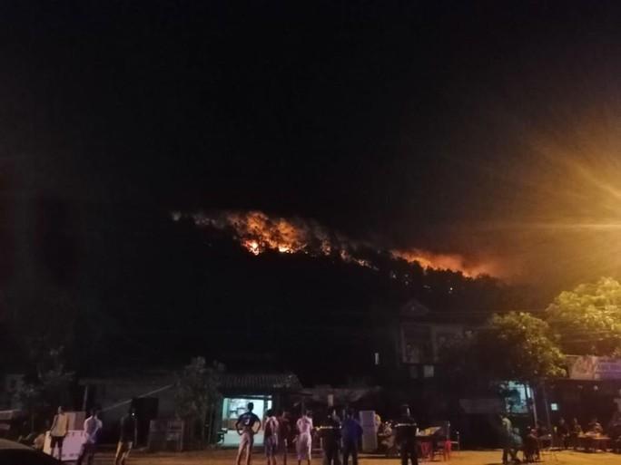 Cháy rừng kinh hoàng ở Hà Tĩnh: Lập chốt chặn trên QL 1A cũ, sơ tán dân - Ảnh 6.