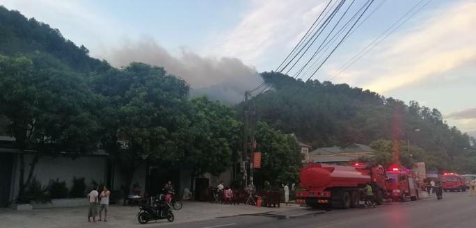 Cháy rừng kinh hoàng ở Hà Tĩnh: Lập chốt chặn trên QL 1A cũ, sơ tán dân - Ảnh 12.