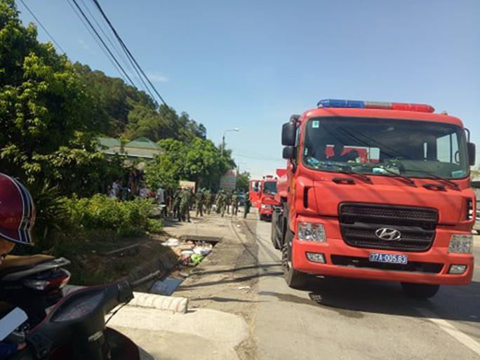 Cháy rừng kinh hoàng ở Hà Tĩnh: Lập chốt chặn trên QL 1A cũ, sơ tán dân - Ảnh 13.
