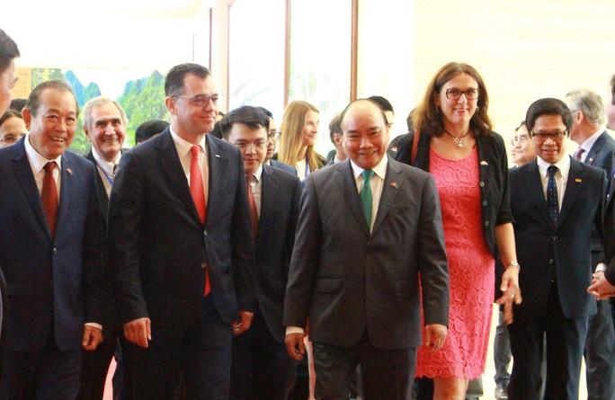 Hiệp định Thương mại tự do Việt Nam - EU đã được ký kết tại Hà Nội - Ảnh 2.