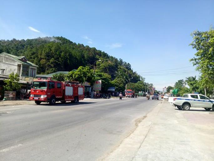 Trưởng Ban Tổ chức Trung ương Phạm Minh Chính thị sát vụ cháy rừng kinh hoàng ở Hà Tĩnh - Ảnh 2.