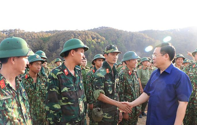 Nghệ An, Hà Tĩnh: Rừng chìm trong lửa - Ảnh 1.