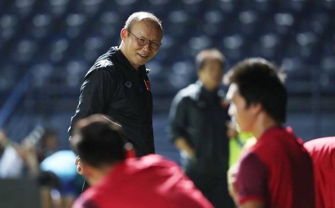 Quang Hải cạnh tranh danh hiệu xuất sắc nhất Đông Nam Á với Messi Thái - Ảnh 1.