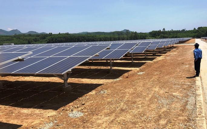 Vận hành nhà máy điện mặt trời hơn 1.100 tỉ đồng - Ảnh 1.