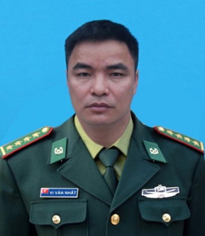 Thiếu tá biên phòng hi sinh khi bắt tội phạm ma túy chưa kịp đeo quân hàm mới - Ảnh 1.