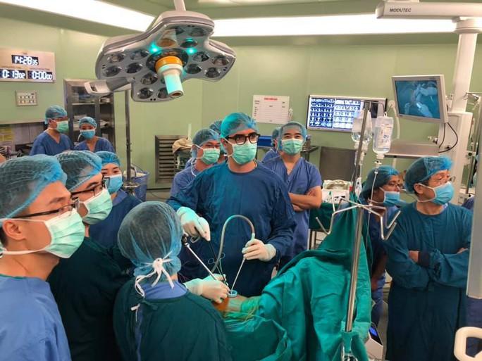 Lần đầu tiên nội soi lồng ngực cắt thùy phổi một đường rạch - Ảnh 1.
