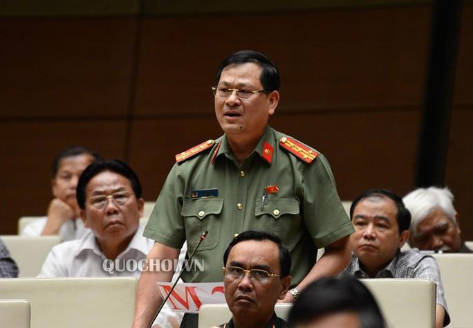 ĐB Nguyễn Hữu Cầu sử dụng quyền tranh luận khi chất vấn Bộ trưởng Nguyễn Văn Thể - Ảnh 2.