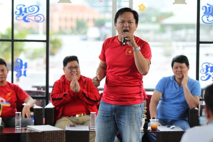 Livestream lần 2 Hành trình hát vì đội tuyển: Cổ vũ đội tuyển trên đất Thái - Ảnh 4.