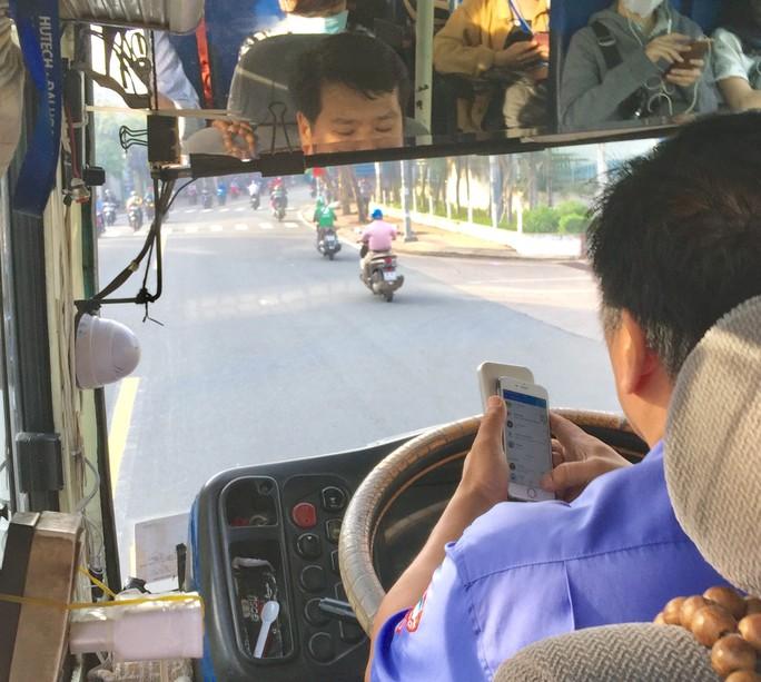Tài xế xe buýt tám chuyện ghê quá - Ảnh 2.