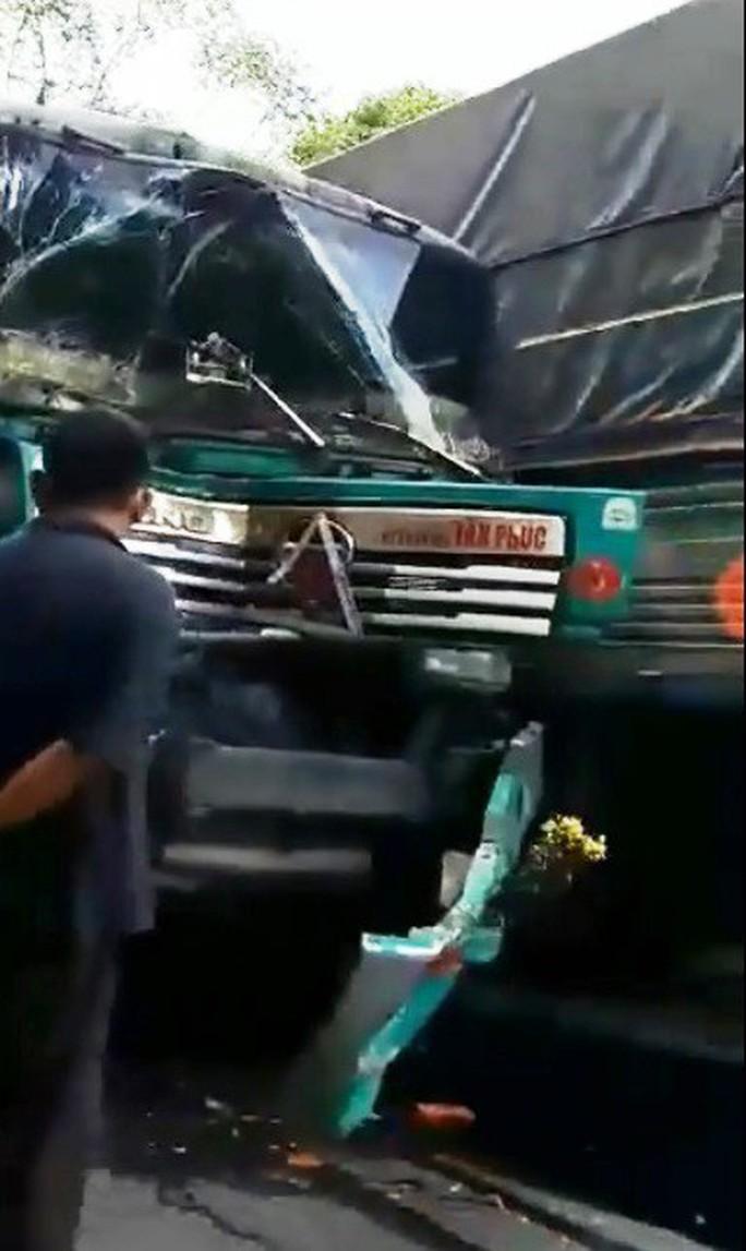 Xe đầu kéo mất thắng tông liên hoàn trên đèo Bảo Lộc - Ảnh 2.