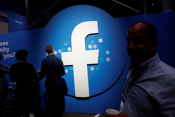 Đến lượt Facebook giáng đòn lên Huawei - Ảnh 1.