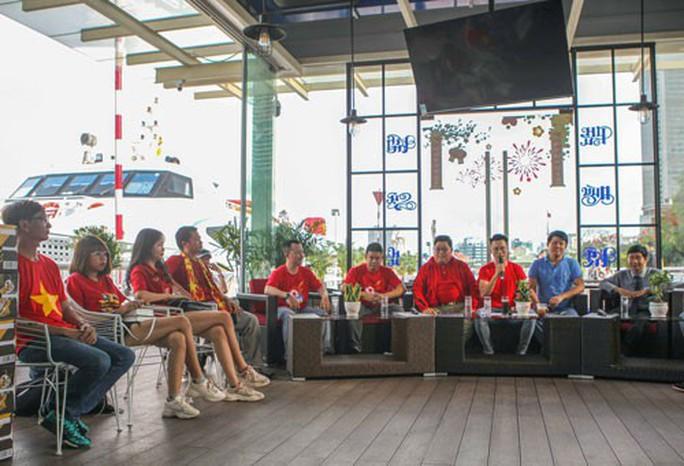 Livestream thứ 3 Hành trình hát vì đội tuyển: Hòa ca chờ đoạt cúp vô địch - Ảnh 1.