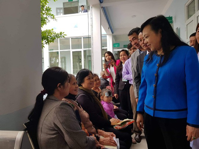 Bộ trưởng Nguyễn Thị Kim Tiến: Đến bệnh viện nào tôi cũng kiểm tra nhà vệ sinh - Ảnh 2.