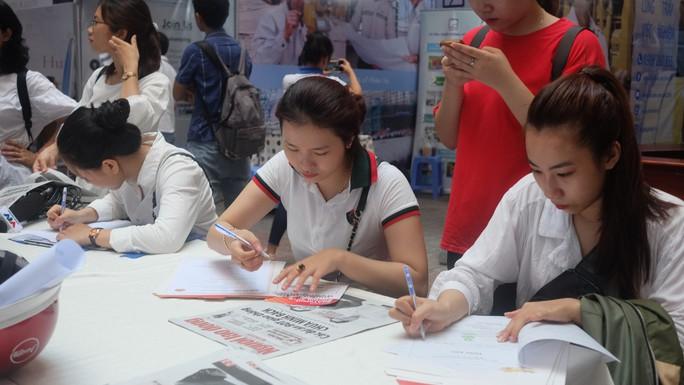Hơn 80 doanh nghiệp tham gia ngày hội việc làm tại Đà Nẵng - Ảnh 2.
