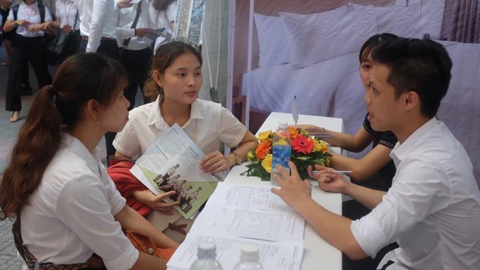 Hơn 80 doanh nghiệp tham gia ngày hội việc làm tại Đà Nẵng - Ảnh 3.