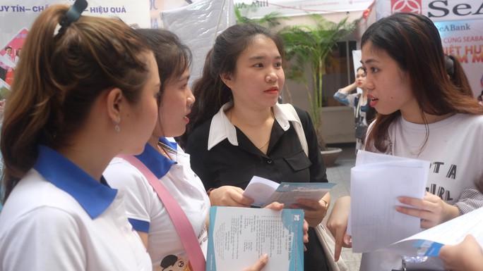 Hơn 80 doanh nghiệp tham gia ngày hội việc làm tại Đà Nẵng - Ảnh 4.