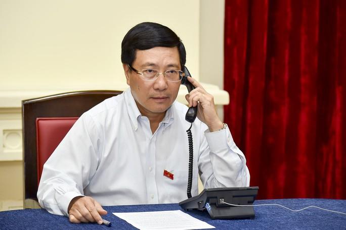 Phó Thủ tướng điện đàm với Ngoại trưởng Singapore về phát biểu của ông Lý Hiển Long - Ảnh 1.