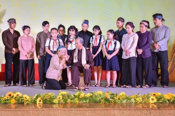 Đạo diễn Trần Minh Ngọc xúc động đón nhận giải thưởng Sáng tạo - Ảnh 4.