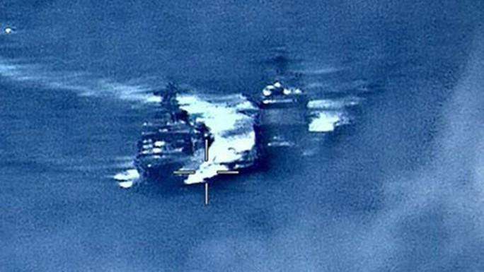Nga - Mỹ đổ lỗi cho nhau vụ tàu chiến suýt va chạm - Ảnh 1.