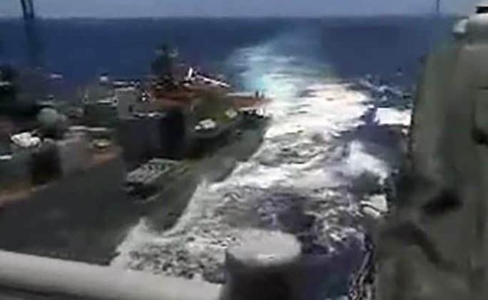 Nga - Mỹ đổ lỗi cho nhau vụ tàu chiến suýt va chạm - Ảnh 2.