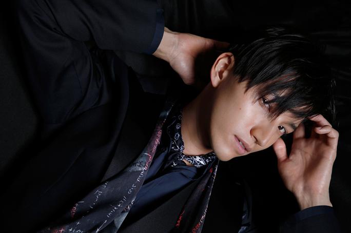 Ca sĩ Nhật Bản quỳ xin lỗi người hâm mộ - Ảnh 2.