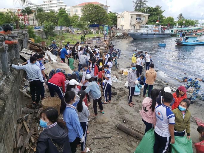 Phú Quốc ra quân quyết dẹp sạch rác thải nhựa - Ảnh 2.