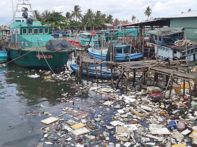 Phú Quốc ra quân quyết dẹp sạch rác thải nhựa - Ảnh 1.