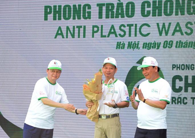 Hàng không Việt Nam loại bỏ đồ nhựa dùng một lần - Ảnh 1.